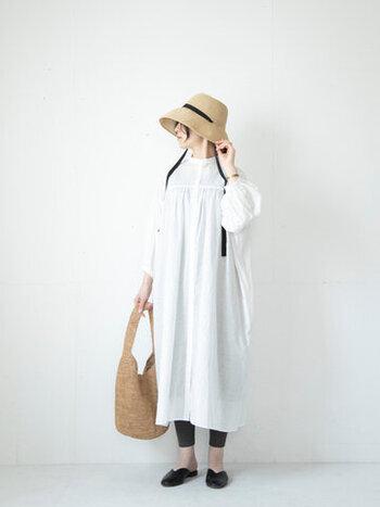 暖かくなってくる春、こんなコーデでお花見なんていかがでしょう。眩しいくらいの真っ白が似合うサマーさん。白系の服を選ぶときは思い切って純白を選んでみて。