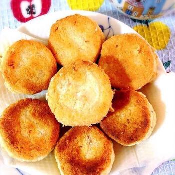 葛粉のスイーツでは葛粉ならではのぷるぷる感を活かしたレシピが多いですが、ドーナツのように粉もののお菓子にも使えますよ。こちらは、本葛粉、生おから、塩、生クリームでできた生地を揚げ焼きにして作るレシピです。外側はカリッと、中はもっちりとしたドーナツです!