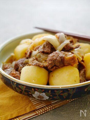 圧力鍋を使うと、短時間で牛すじがトロトロに!お肉の部位を変えると、新鮮な美味しさを感じられます。オイスターソースやにんにくがきいた味付けで、ご飯がどんどん進みますよ!