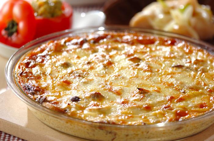 数種類のきのこをたっぷり炒め、ツナ入りの卵液を注いでオーブンで焼きます。クリーミーで贅沢な味わいは、おもてなしのメインのひとつになりそうなリッチな料理です。