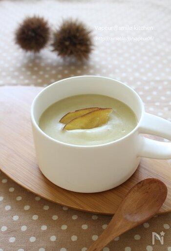 栗とさつまいもを炒めて、豆乳でなめらかに仕上げるポタージュ。砂糖は使っていないため、素材がもつ甘みをしっかりと味わうことができます。栗やさつまいもは収穫時期や品種によって甘さが異なるので、炒めるバターや味付けの塩胡椒の量は味見をしながら調整して、お好みの味にしましょう。