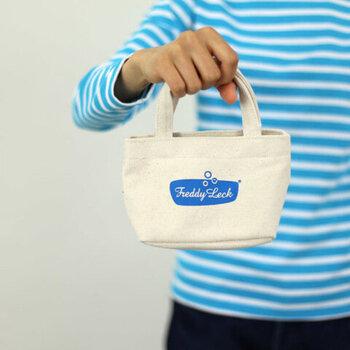 洗濯バサミだけでなく、小物を入れたり、ご近所用のバッグにしたりといろいろ使えそう。