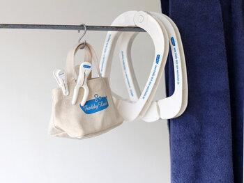 物干し竿にフックで掛けておくだけでなんだかおしゃれ。ドイツ生まれのランドリーブランドのアイテムだから、スタイリッシュです。