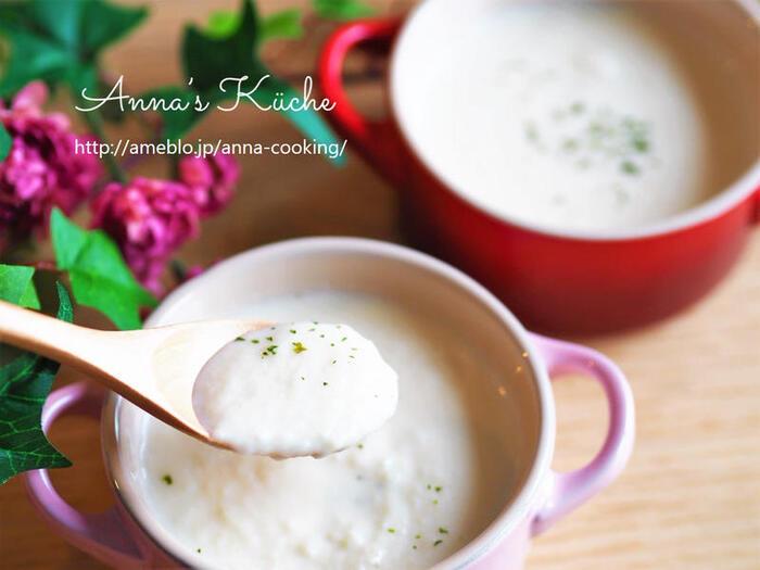 風邪の日や夜食にもぴったりなかぶのとろとろポタージュ。メープルシロップと味噌のコクが加わって、深みのあるほっこりやさしいスープに仕上がっています。  ●このレシピのメープルシロップ量:大さじ2