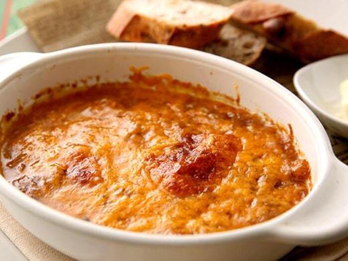 たまねぎの旨味が詰まったオニオングラタンスープも、メープルシロップを加えることでより深い味わいに♪ アツアツのグラタンスープは寒い季節のメインディッシュにもぴったりですね。  ●このレシピのメープルシロップ量:大さじ1