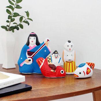 恵比寿様や三味線を弾く女性は、いかにも縁起良くおめでたい雰囲気です。お祝いや節目のプレゼントにも向いています。