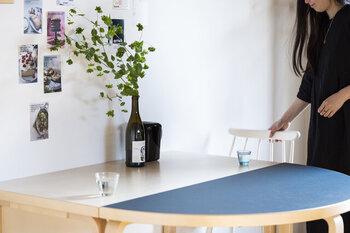 同じ幅の長方形のテーブルとセットで使えば、オーバルテーブルに早変わり♪スペースを増やしたい時におすすめです。必要に応じて、フレキシブルに組み合わせられるのが◎
