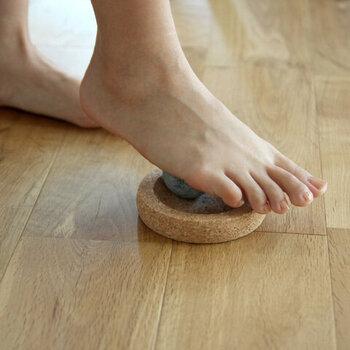 足形のタイプの他に、ミニサイズもあります。机の下に潜ませておいても気にならない大きさです。小さくてもしっかりとツボを刺激してくれます。