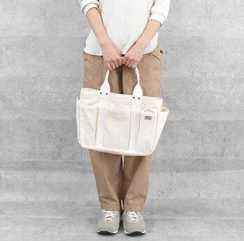 松野屋のオリジナルブランド「スレッドライン」のツールトート。ポケットたくさんで収納力抜群の箱型。