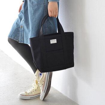 「ORCIVAL(オーシバル / オーチバル)」の、丈夫なキャンバスミニトートバッグ。スマホやお財布などの必需品やお弁当などの持ち運びに便利なミニサイズ。A4ファイルも収納できるので、通勤や通学にも◎。