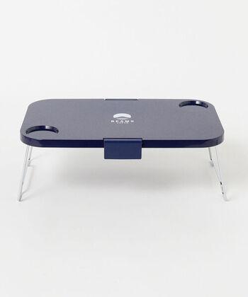テーブルの脚は折り畳み式で、上面の幅は約44cmです。食材をちょっと置いたり、お菓子や飲み物をまとめて置くのに手頃なサイズです。