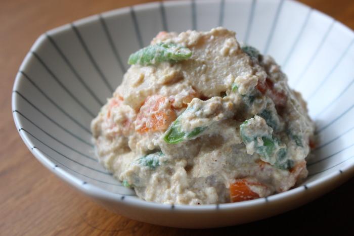 あっさりとした甘さの梨は、豆腐と実は相性が良い食材。上品な味わいの和の副菜です。