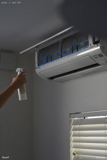 「Sourif」はノンアルコールの除菌消臭スプレーです。人体に安全な成分でできており、家中の除菌&消臭に効果的◎エアコンのフィルターにシュッと吹きかけるだけで、嫌な臭いを消してくれます。