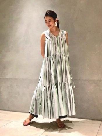 ロング丈やマキシ丈なら風通しも良く、涼し気な着こなしに。ゆったりとしたシルエットのドレスなら、露出の多い季節の体形カバーにも活躍してくれるんです。
