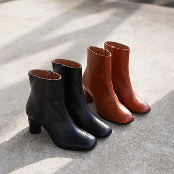 履いた時のシルエットが綺麗に見えるようにとこだわって作られたショートブーツ。スクエアトゥでトレンドを押さえ、履きやすく安定感もあります。デザインの良さだけではなく足に合った歩きやすい靴が一番長く履きたくなりますよね。