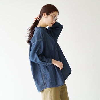 着こなしの幅が広がる*「デニムシャツ」の秋冬着回し参考帖