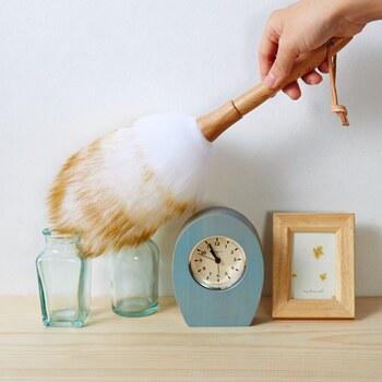 ふわふわの羊毛で作られたダスターは、実用性はもちろん見た目のおしゃれさも抜群。椅子や壁に掛けたり、バスケットに入れて置いておくなど、インテリアの一部に馴染んでくれるお掃除グッズです。