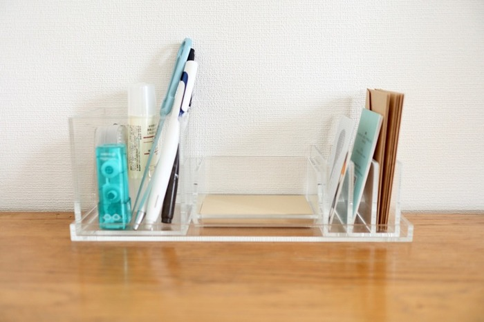 デスクトップシリーズは、ボックスやスタンド、トレーなどを自由に組み合わせて使えるのが便利です。大サイズのボックスはペン立てに、仕切りスタンドは手紙やカードの収納に◎