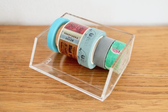 カードボックスにはカードや名刺を入れる他、マスキングテープの収納にもぴったり!お気に入りのマスキングテープは、見える所に置いておくと気分も上がりそう♪