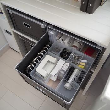 中に仕切りケースを入れて使っても良いですね。広いスペースを自分好みに、使いやすいようにレイアウトしましょう♪
