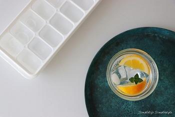 冷たいものがほしくなる季節でも、なるべく冷やしすぎないようにするのが大切。氷を入れすぎない、一度に飲みすぎないことを意識します。