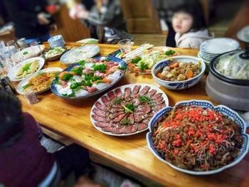 ひとつ上で触れたとおり、定番人気のオススメは「みんなでの食事」です。  和気あいあいと家族団らんのひと時を楽しめることは、幸せな時間ですよね。その風景を写真に撮って、後日、祖父母に郵送してあげても喜ばれますよ。