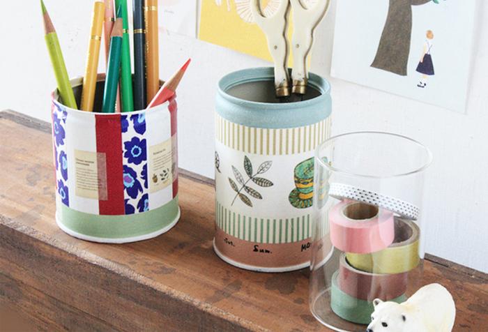 こちらのペン立ては、空き缶のまわりにマスキングテープを貼って、おしゃれに仕上げた作品です。  おばあちゃん・おじいちゃんが好きそうな柄やデザインを意識して作ってみても良さそうです。