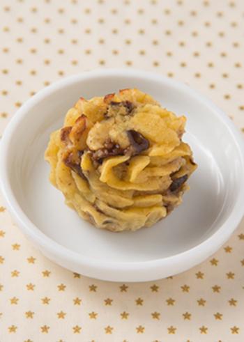 こちらのスイートポテトは、プルーンやごま、豆乳、きび砂糖など健康的な材料を組み合わせたレシピ。ヘルシーで栄養もあるので、ダイエット中の人にもぴったりですね。刻んだプルーンが食感のアクセントにもなっています。