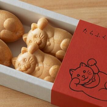 猫のかたちが可愛い「たらふくもなか」は6個入り。北海道産の白小豆によるあんこがつまっていますよ。