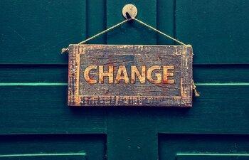 """思いも寄らないスピードで予想外のかたちに変わっていく世の中。常に自分の「好き」に意識を向けていると、最近好みが変わってきたかもと気付くこともあるでしょう。自分も世の中も変わっていって当然。「変化」を感じたときは、柔軟に受け入れて「お金の使い方」も見直しを。一度決めたから、と固執すると""""自分の幸せの基準""""がゆがんでしまいます。"""