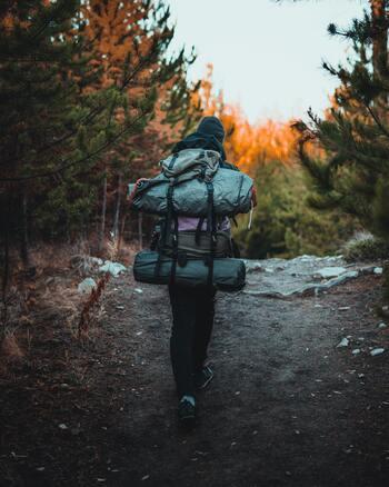 トレッキングなどをしながらキャンプを楽しむ方、車でキャンプ場へ向かう方、おうちキャンプがメインの方、それぞれ求める収納時のコンパクトさや軽さは違うと思いますが、毎日使うわけではない方は、必ず収納する場所やスペースを確認しておきましょう。出すのが大変だと、使うチャンスがどうしても減ってしまうので、取り出しやすさもチェックしておきたいですね。