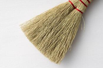 熟練した職人さんがやわらかめの草を選んで丁寧に編み上げて作られているので使いやすさもバッチリ。