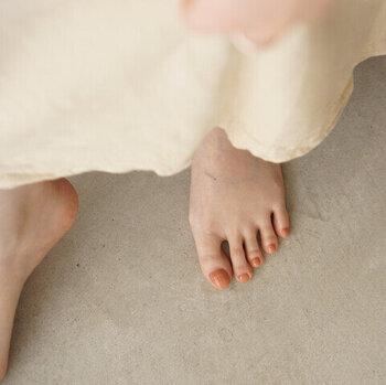 サンダルウッド(白檀)染めをイメージしたピンクベージュ。女性らしい、柔らかい雰囲気をまといたい時にぴったりのカラーですね。