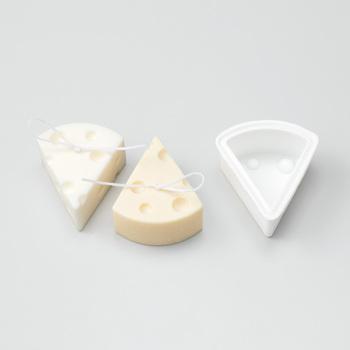 毎月6種類のデザインから、1種類ずつ届き、例えばCHEESEなら1回のセットで縦約7×横6×高さ3(cm)のキュートなチーズが2個も作ることができます。