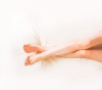 ベッドの上でもできる!「寝ながらエクササイズ」で体をほぐそう♪