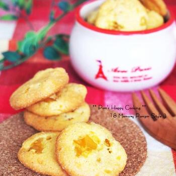 栗をクッキーで食べるのもおいしいですよ。こちらも栗の甘露煮を使っています。食べたときの食感を想像しながら、お好みの大きさに栗を刻んでみてください。栗の量はお好みなので、栗の存在感を強調したいときにはたっぷり入れるのも良いでしょう♪