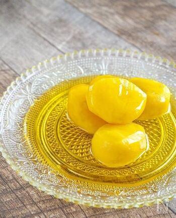 栗を使った焼き菓子レシピでは、栗の甘露煮がよく使われています。甘露煮から手作りすることもできるので、旬の栗が手に入ったらぜひ作ってみてください。下準備の段階で冷凍できるので、タイミングを合わせれば、おせち料理にも活用できますよ♪