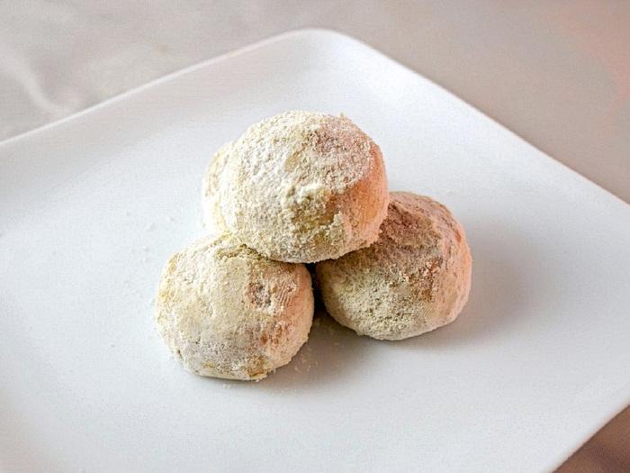 鳥取砂丘の砂に見立てた和糖をたっぷりまとった、優しい甘みの和風クッキーは、お口に入れると、ホロホロの口溶けが楽しめます。