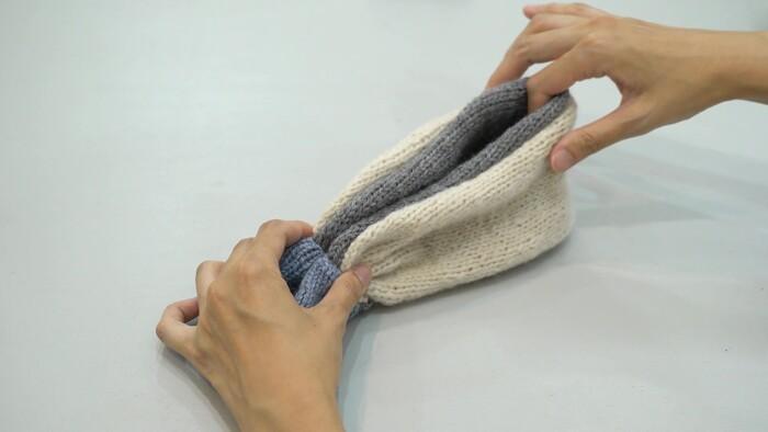 最後にデザインを付けましょう!中心をきゅっと絞るとかわいく仕上がります*  ① 後ろのパーツに合わせて前中心で折る ② 中心をジャバラ状に折る ③ 3周くらいA糸を巻く ④ 裏側で固結びする ⑤ 糸しまつする