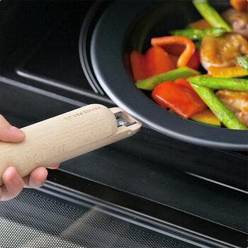 炒めたり焼いたりするだけでなく、取っ手のとれるフライパンはオーブン調理が可能なタイプも多く市販されています。なので、ワンパンクッキングも楽にできて時短につながります。
