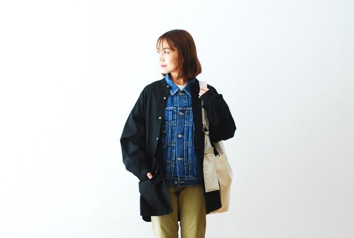 ユニセックスに着られるユーティリティーシャツは、全体的にゆとりがあるシルエットで、アウターとして活躍してくれそう。バサッとラフに羽織ってもかっこよく、また、Gジャンに重ねてもかわいい。大きめのツールポケットもアクセントになっています。