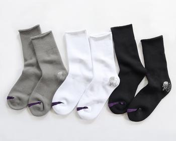 素材にCOOLMAX®ニットを採用したフィールドソックス。ふんわり柔らかな履き心地な上、汗をしっかり吸い取り放湿してくれる優れもの。シックなカラーを揃えた3色セットはおすすめです。