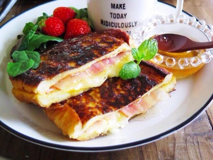 クロックムッシュとフレンチトーストを掛け合わせたようなモンティクリストは、甘じょっぱさがとっても美味しいんです。蜂蜜やシロップなどをかけて食べると一味違ってくるそうです。