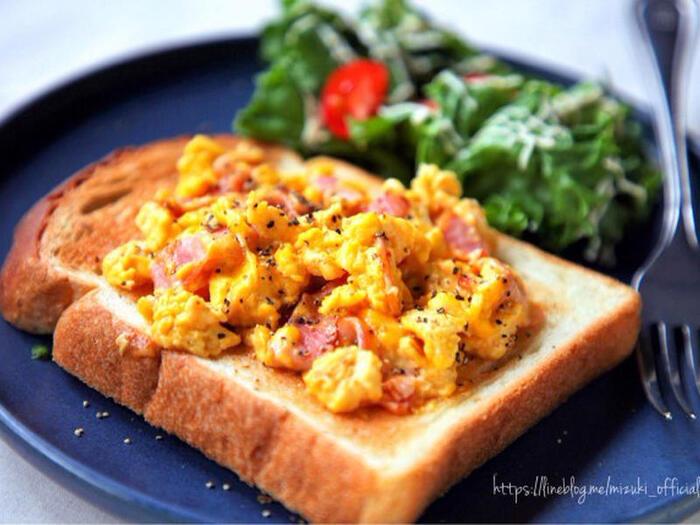 カルボナーラ風に味付けされたふわふわの卵がトーストとの相性抜群です。お子様も好きな味付けなのでは*