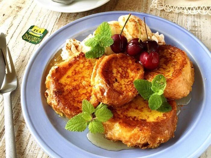 スペイン風のフレンチトーストを簡単に作る事ができるこちらのレシピ。バゲットにたっぷり染み込んだ卵の味が、口の中でじゅわっと広がるのを楽しめます。