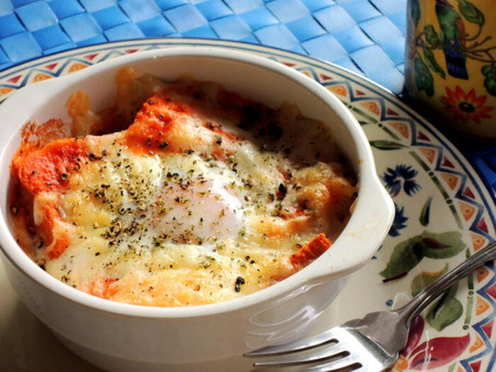 手間のかかるソースも、野菜ジュースを活用すれば時短に。お皿に乗せてトースターに焼くだけの手軽さも◎ですね。