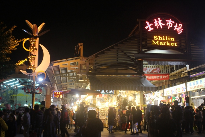 台湾へ行ったら絶対外せないのが夜市!夜市をに行かずして台湾の魅力を語ることはできません。こちらは台湾最大の都市、台北で一番大きなナイトマーケット「市林夜市」。
