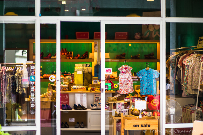 チャイナシューズや雑貨店、おしゃれなかごや工芸品のお店も立ち並び、雑貨好きにも人気の迪化街。好みな雑貨を捜し歩いてみるのも楽しいですよ。