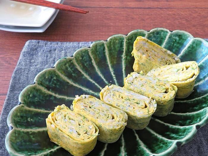 いつもの卵焼きに少し加えると美味しいのが、しらすと青のり。栄養価もアップして、朝ごはんと同時にお弁当などにも活躍しそうです。卵焼きのレパートリーは多いと助かりますね。