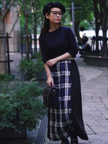 秋には毎年チェック柄が気になるものです。トラッドな印象のローファーはチェックとの相性も◎です。ロングスカートと組み合わせれば、上品なクラシックスタイルが作れます。